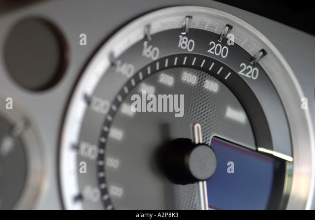 Innenansicht des Dashboard von einem Aston Martin DB9 Sportwagen Stockbild
