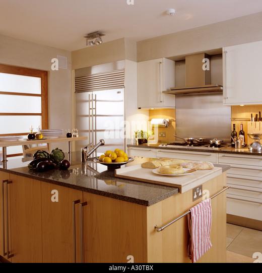 moderne Küche in einem Londoner Stadthaus Stockbild
