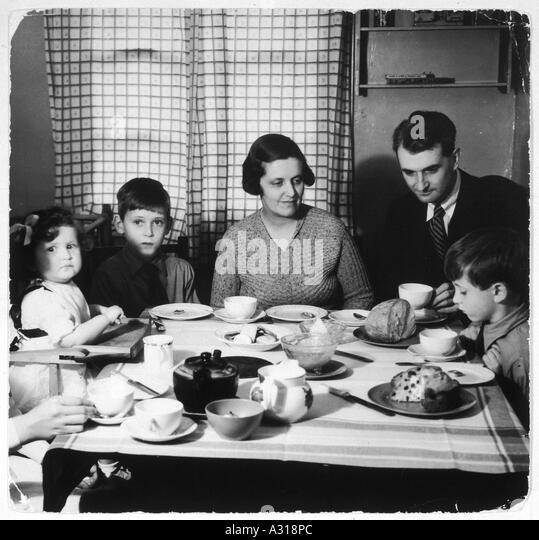 Familie Nachmittagstee 30er Jahre Stockbild