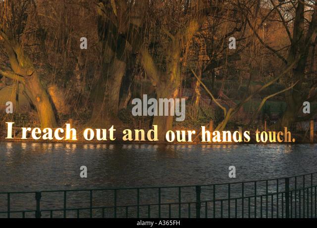 Bestandteil eines metallischen verurteilt Nachricht, als ein Feature zu Intrest In den Park Einstellungen & Stockbild