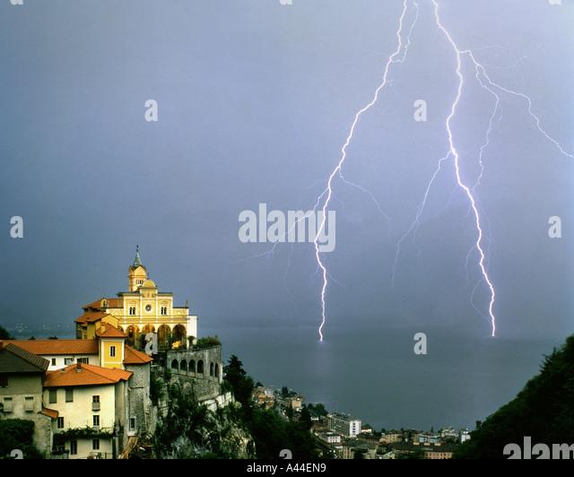CH - TICINO: Madonna del Sasso oberhalb von Locarno und Lago Maggiore Stockbild