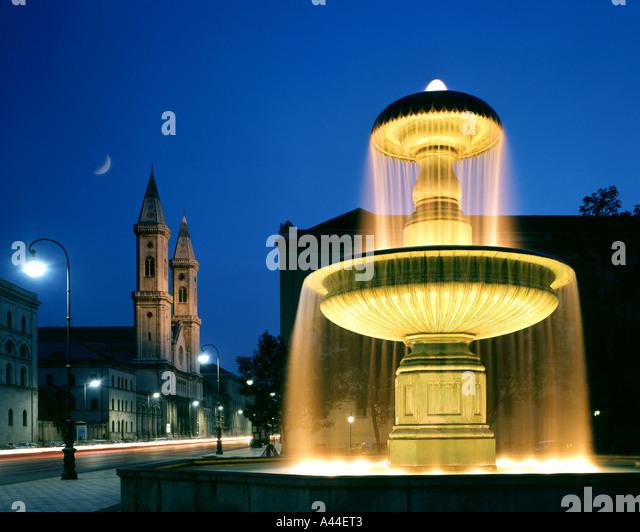 DE - Bayern: Kirche St. Ludwig und Universität Brunnen in München Stockbild