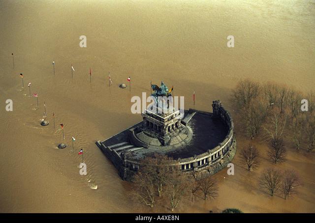 Die Flutkatastrophe im Jahr 1995: das deutsche Eck bei Hochwasser in Koblenz, Rheinland-Pfalz, Deutschland. Stockbild