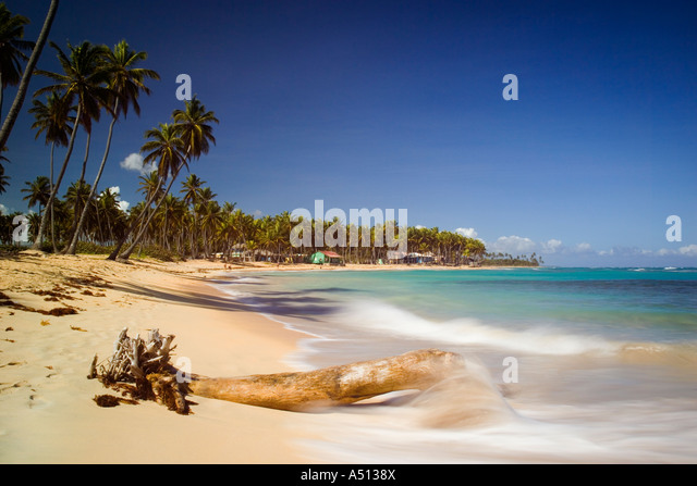 Der Strand von Uvero Alto in der Nähe von Playa Del Macao und Punta Cana in der Dominikanischen Republik Stockbild