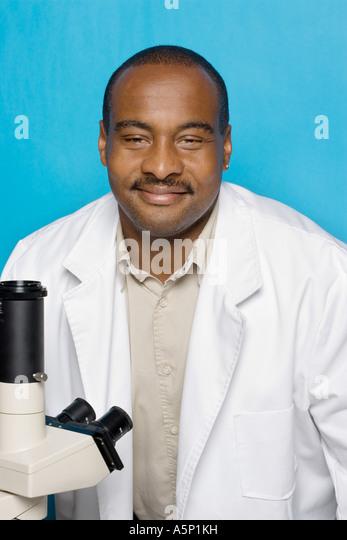 Medizintechniker mit weißen Laborkittel. Stockbild