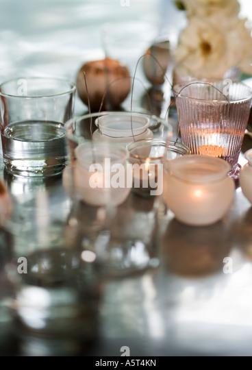 Kerzen in Leuchtern Stockbild