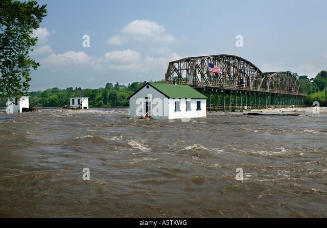 Hochwasser am Mohawk River beschädigen Erie-Kanal Schleuse 15 Juni 2006 Fort Plain New York Stockbild