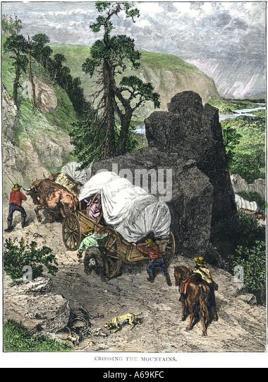 Die Berge der 1800er Wagenzug Stockbild