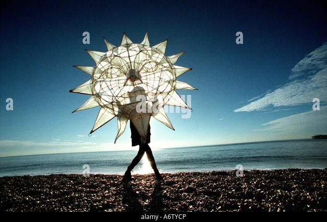 Winter-Sonnenwende-Feier am Brighton Beach bei dem jährlichen Ausbrennen der feierlichen Uhren Stockbild