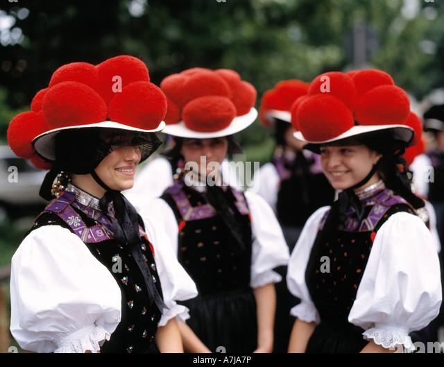 D-Gutach (Schwarzwaldbahn), Gutach, Gutach Tal, Schwarzwald, Baden-Württemberg, Mädchen in Bollenhut-Tracht, Stockbild