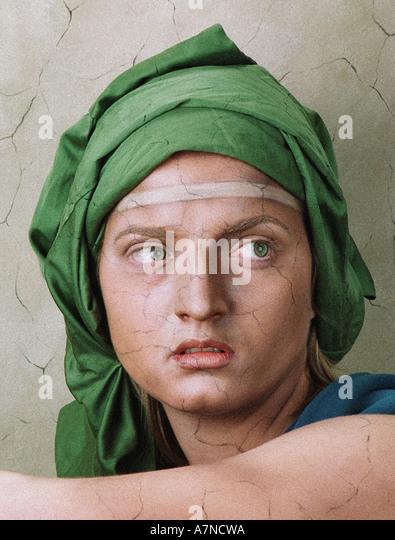 im Innenbereich band Kunst Gemälde Frau Mädchen Jungen 20 25 Halstuch Studioleiter grünes Fresko - Stock-Bilder