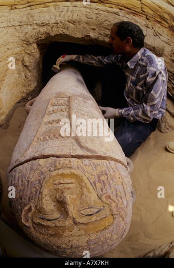 Ägypten, Oase Bahariya, Tal der goldenen Mumien, Painted Menschenaffen Sarg, Grab 1 Stockbild
