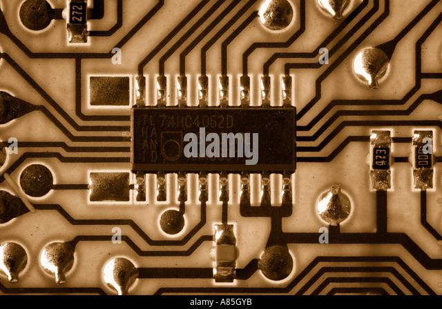 Mikrochip auf einer Leiterplatte, Nahaufnahme. Stockbild