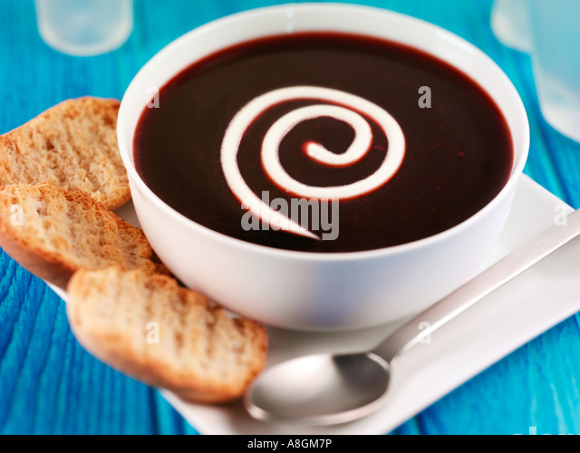 SKANDINAVISCHE BLUEBERRY SUPPE MIT SAHNE Stockbild