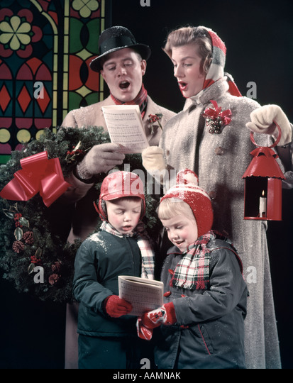 1950s christmas family stockfotos 1950s christmas family bilder alamy. Black Bedroom Furniture Sets. Home Design Ideas