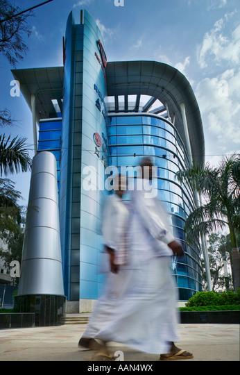 Moderne Gewerbeimmobilie an der Airport Road in Bangalore. Stockbild
