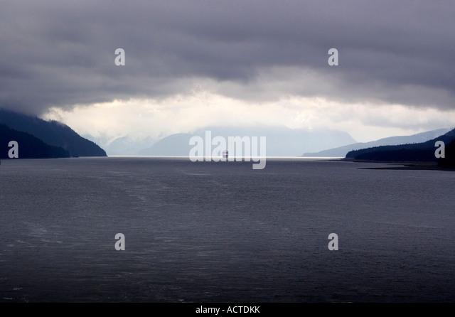 Eingabe der intercoastal Durchgang Alaska-Kreuzfahrtschiff Stockbild