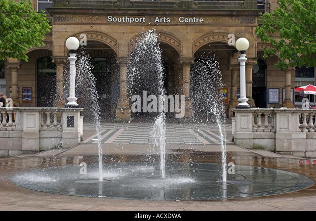 Brunnen im Gedenken an Diana Princess of Wales vor Southport Kunstzentrum - Stock-Bilder