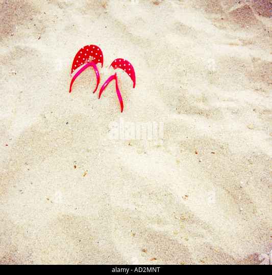 Sandalen am Strand Stockbild