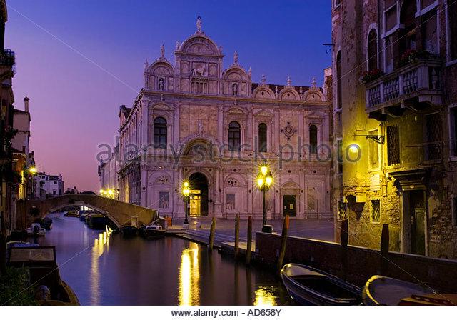 Die Scuola Grande di San Marco in der Nacht, Venedig, Italien Stockbild