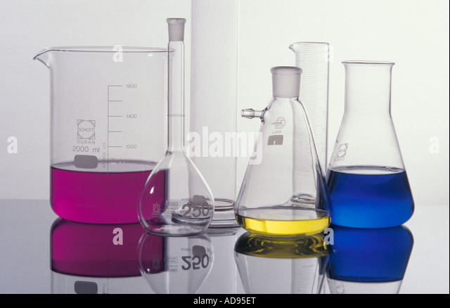 Labor-Glaswaren farbige Flüssigkeiten Stockbild