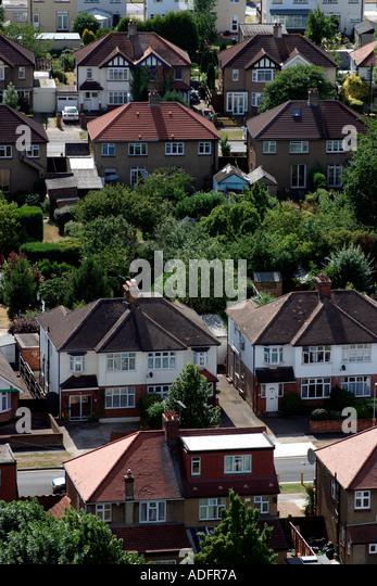 Luftaufnahme der Straße mit 1930 s halb Familienhaus wohnen im Vorort von Tolworth in der Nähe von Kingston Stockbild