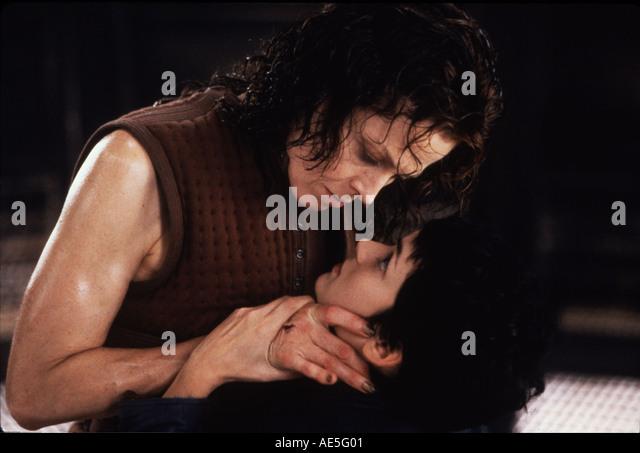 ALIEN Auferstehung 1997 film mit Sigourney Weaver links und Winona Ryder Stockbild