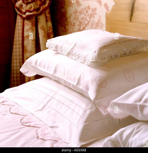 Frische weiße Baumwolle Kissen Stockbild