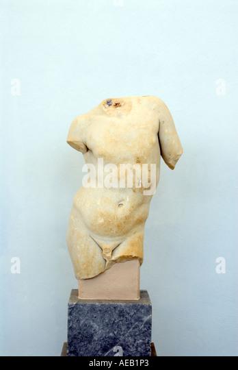 Insel Delos, Griechenland archäologisches Museum Statue eines Marmor Körpers auf einem Steinsockel Stockbild