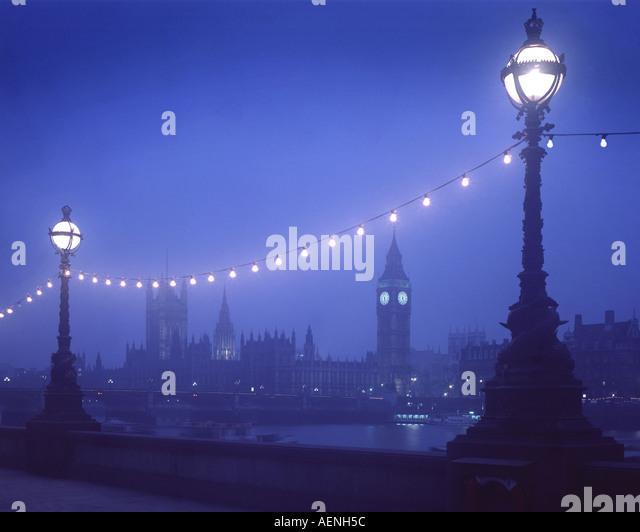 GB - LONDON: Westminster von South Bank bei Nacht gesehen Stockbild