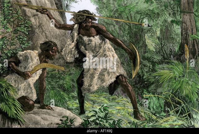 Jagd mit einem Atlatl Bumerang in einem australischen Aborigines Wald 1800er Jahren Stockbild