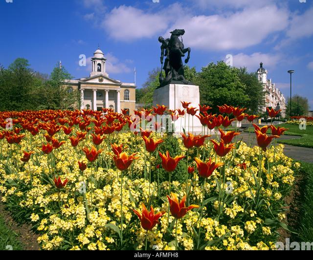GB - LONDON: St.Johannes Kirche Holz & Kriegerdenkmal Stockbild