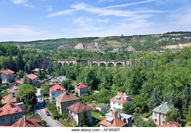 Zeleznicni Viadukt, Prokopske údolí, Hlubocepy, Praha, Stockbild