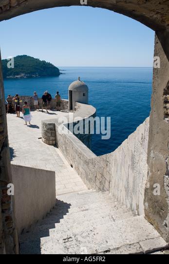 Alte Stadt Stadtmauer in Dubrovnik in Kroatien, enthält Bild Touristen Stockbild