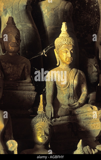 Laos, Luang Prabang, Buddha-Statuen in Pak Ou Höhlen in der Nähe von Mekong River Stockbild