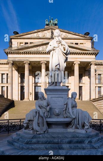 Schiller-Denkmal und Konzerthaus Gendarmenmarkt Berlin Deutschland Europa Stockbild