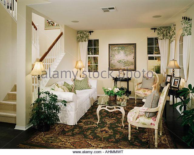 Gemütliches Wohnzimmer mit einem altmodischen Stil Stockbild
