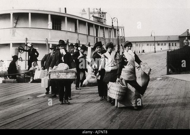 Einwanderer in den USA landet auf Ellis Island New York 1900 Stockbild