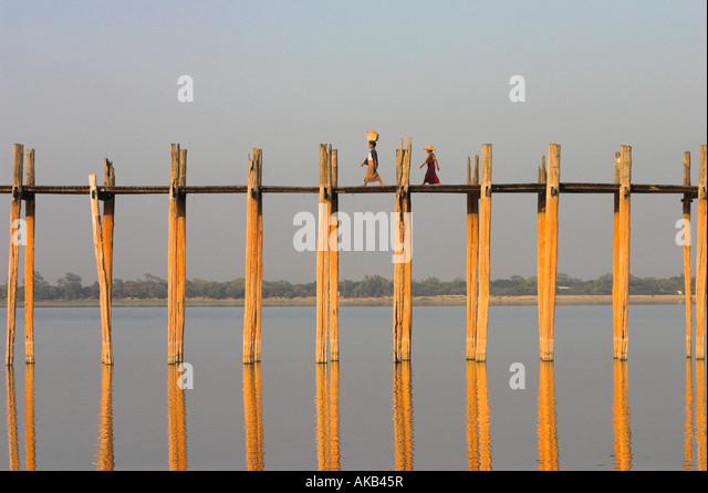 Myanmar (Burma), Mandalay, Amarapura, Taugthaman See, U Bein Brücke Stockbild