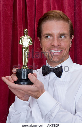 Männlicher Schauspieler mit einer Auszeichnung Stockbild