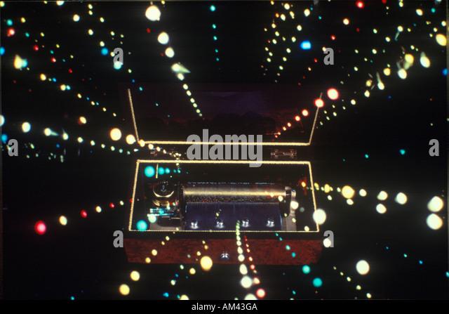 Raum Spezialeffekte Verbund von konvergierenden Sterne Bäche und antike Spieluhr Stockbild