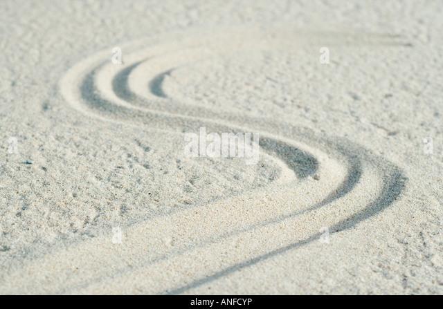 Kurve Muster verfolgt in sand Stockbild