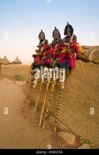 Maskiert, zeremonielle Dogon Tänzer, Sangha, Dogon Landes, Mali - Stock-Bilder