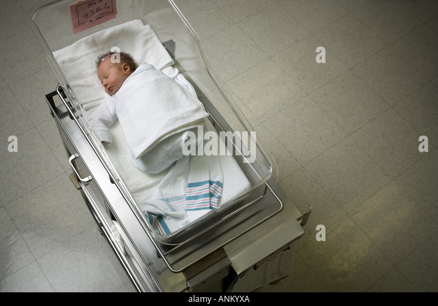 Erhöhte Ansicht eines Neugeborenen - Stock-Bilder