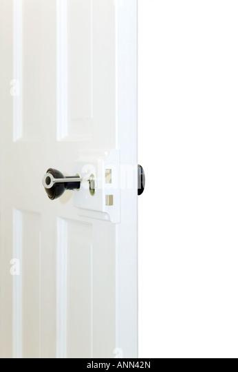 Öffnen Sie alte altmodische Tür mit Schlüssel im Schloss Stockbild