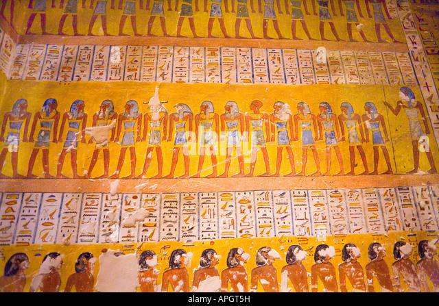 Original detaillierte Wandmalereien in den Gräbern des Tal der Könige in Luxor Ägypten Stockbild
