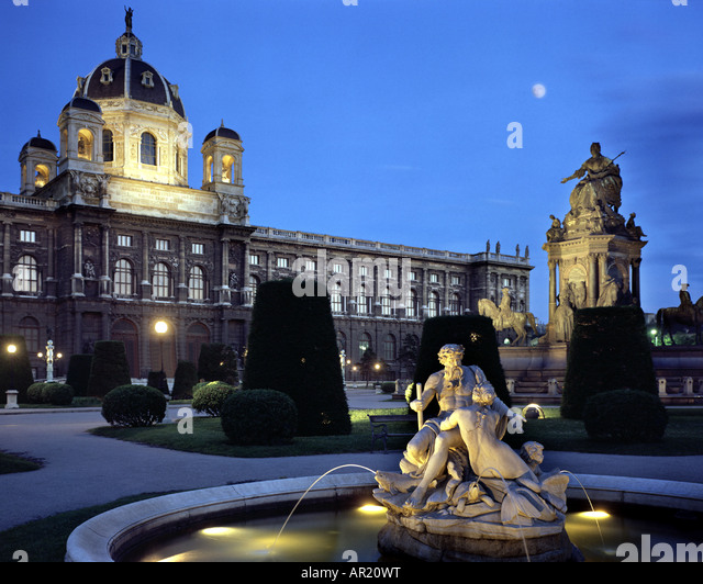 AT - VIENNA: Maria-Theresia-Park bei Nacht Stockbild