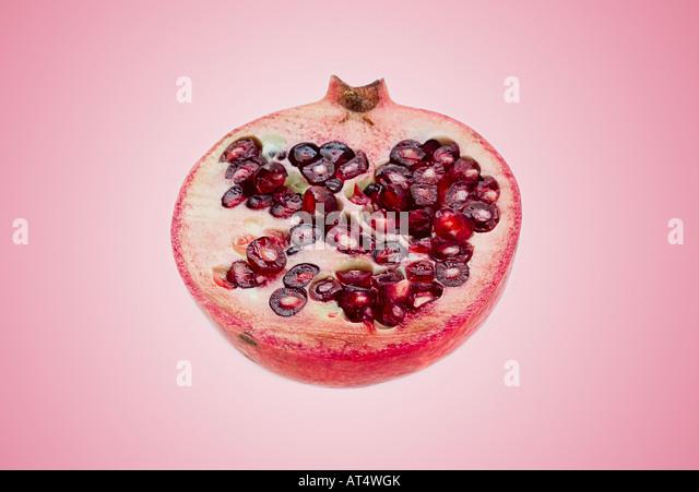 in Scheiben geschnitten halben Granatapfel Stockbild