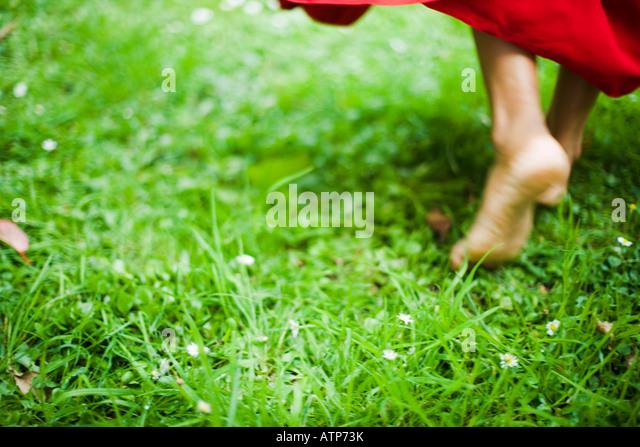 Tanzende Füße im roten sari Stockbild