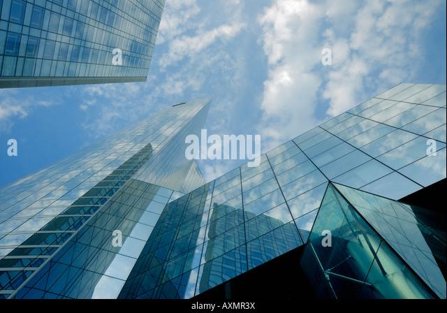 Wolkenkratzer in finanziellen Bezirk von La Defense Paris Frankreich Stockbild